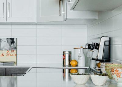 13.seva_appartement-cuisine_comptoir-710x400