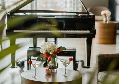 7.seva_aires-communes-salon-piano